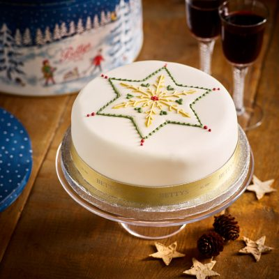Iced Star Christmas Cake
