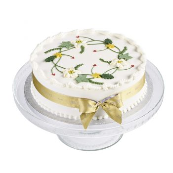 Royal Iced Wreath Christmas Cake